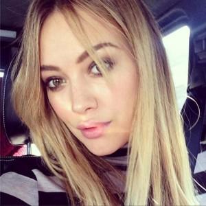 Hilary-Duff-selfie